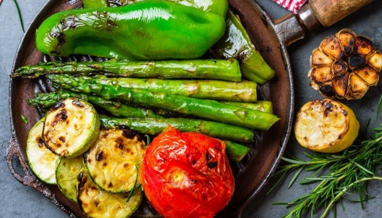 5 produkti, ko šovasar noteikti jāizmēģina pagatavot uz grila