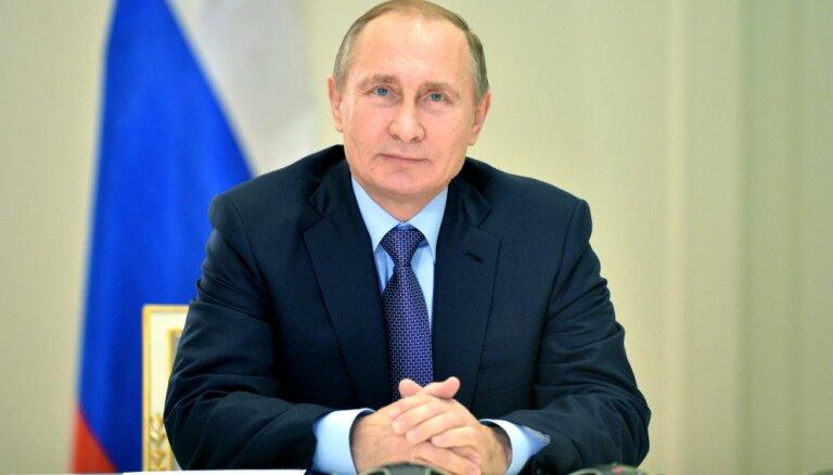 Российских чиновников одарили сборниками цитат Путина