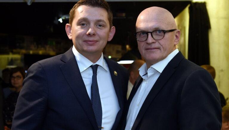 Artusam trūkst savaldības un atturības — Radzobe par aktieriem uz 'politiskās skatuves'