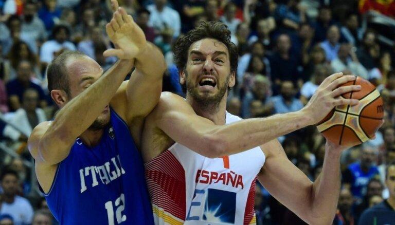 Греки и сербы без потерь, Италия наносит испанцам второе поражение