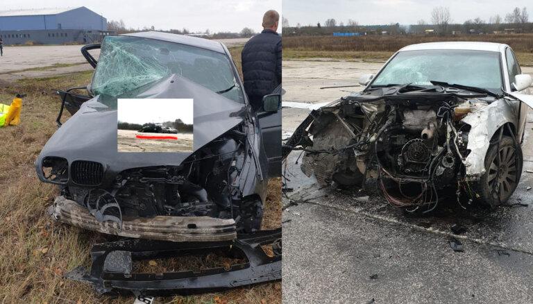 """ФОТО, ВИДЕО: На румбульской """"взлетке"""" столкнулись Audi и BMW"""