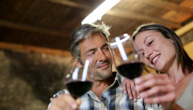 Исследование: умеренное употребление алкоголя не вредит пожилым людям