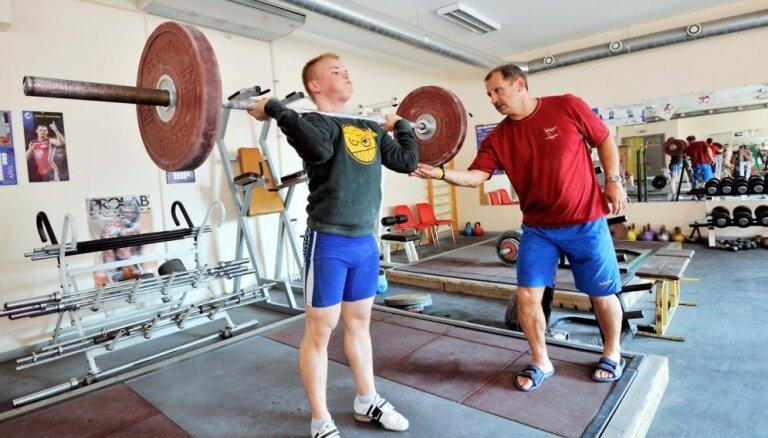 Svarcēlājs Suharevs ar jaunu rekordu kļūst par Eiropas U-17 čempionu