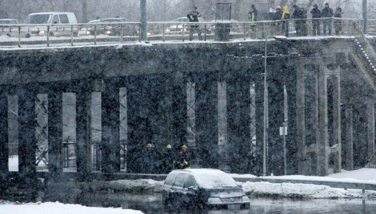 'Rīgas ūdens' veicis pārrēķinu par pērn vērienīgās ūdensvada avārijas dēļ piegādāto nekvalitatīvo ūdeni