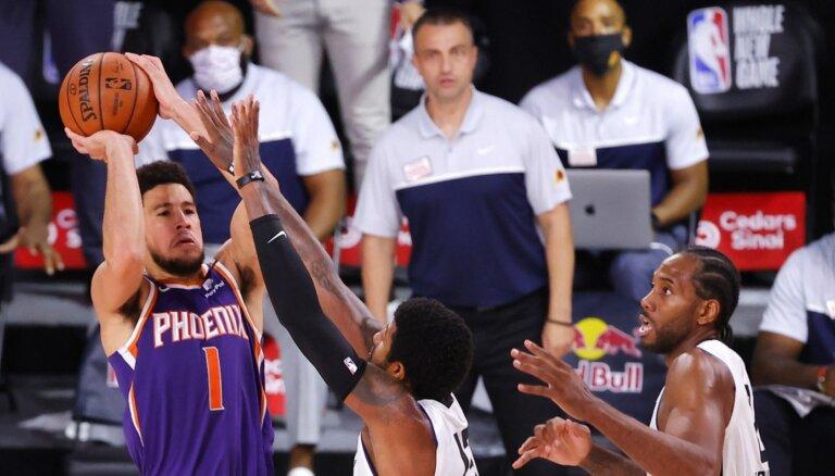 Sarežģīts Bukera 'sirēnlauzis' izrauj 'Suns' uzvaru pār 'Clippers'