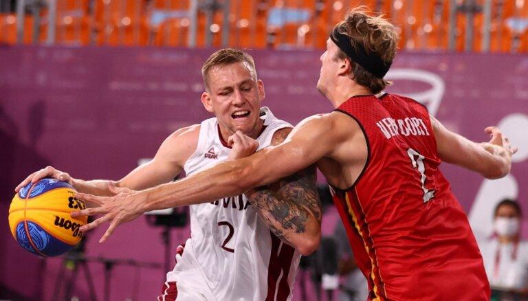 Latvijas 3x3 basketbolisti sīvā spēlē zaudē precīzajiem beļģiem