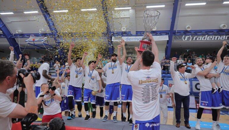 Foto: 'Kalev/Cramo' atkal triumfē Igaunijas basketbola līgā