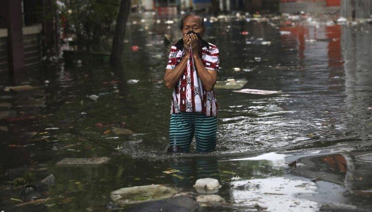Bojāgājušo skaits Indonēzijas plūdos pieaudzis līdz 53