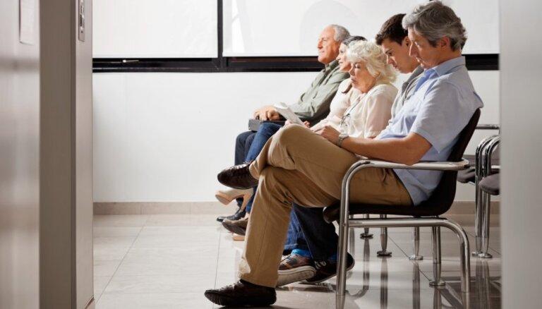 Līdz 40 000 trūcīgu iedzīvotāju nākamgad varētu būt apgrūtināta pieeja veselības aprūpei