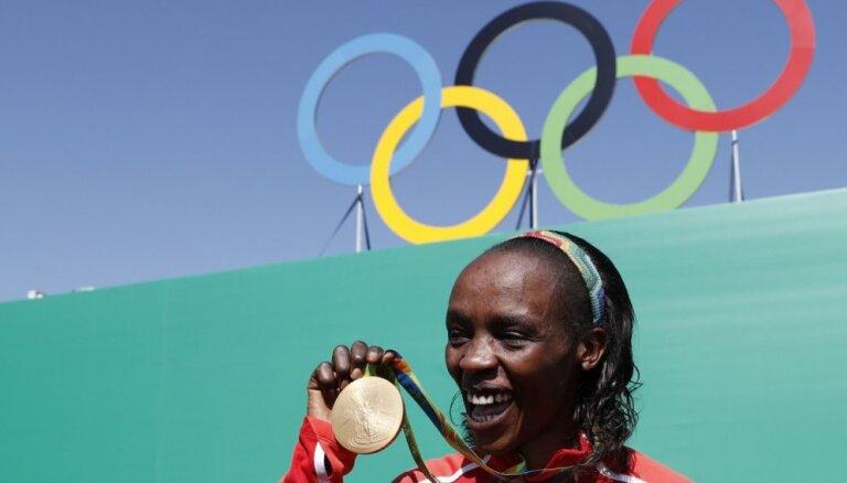 IAAF uz astoņiem gadiem diskvalificē Kenijas olimpisko čempioni maratonā