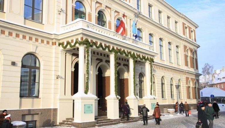 'Saskaņa' pie Rīgas domes piketēs par 'pēdējā laikā notiekošo'