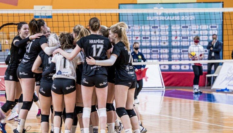 RVS/LU volejbolistes spraigā cīņā uzvaru Latvijas Superkausā
