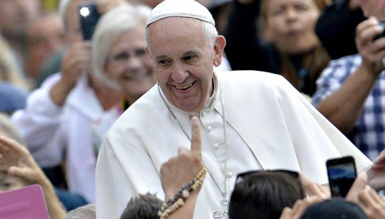 Pāvests brauc uz Latviju: katoļi Rīgā meklē 160 brīvprātīgos