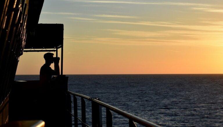 Somālijas pirāti atbrīvo sagrābto tankkuģi, neprasot izpirkuma maksu