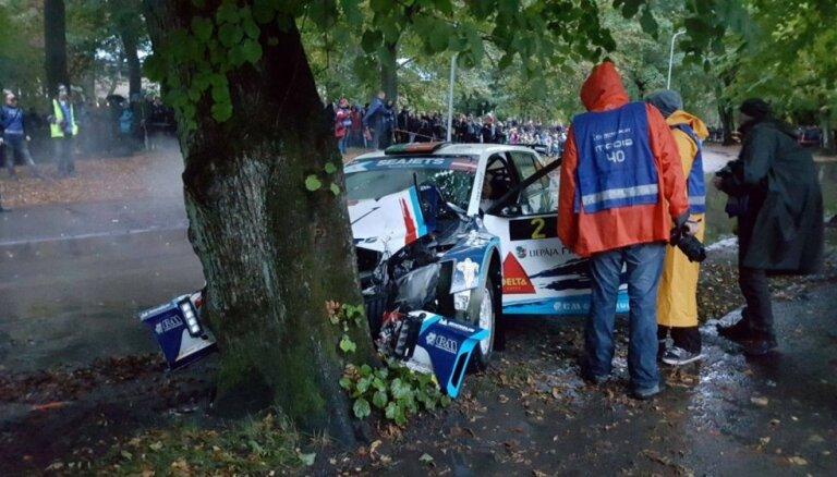 Smagas avārijas liek atcelt rallija 'Liepāja' pilsētas ātrumposmus
