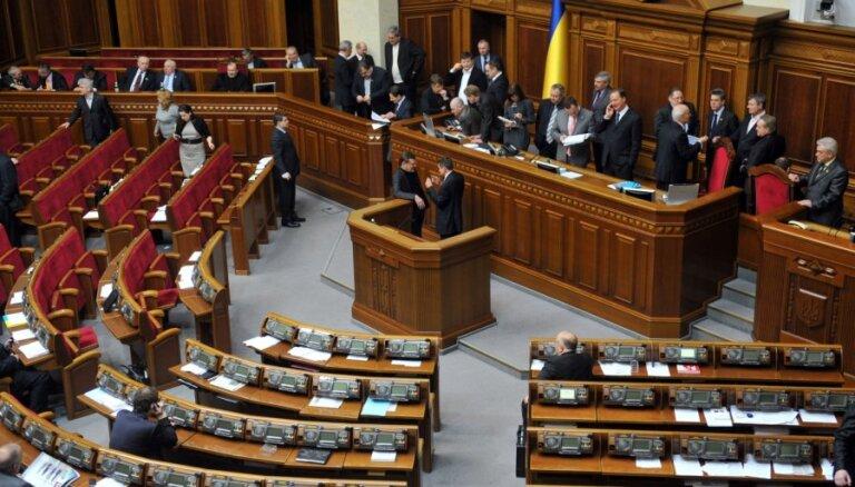 Pagaist Ukrainas cerības parakstīt līgumu ar ES - parlaments nebalso par Timošenko došanos uz ārzemēm