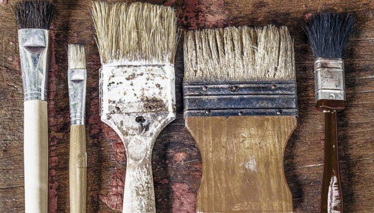 Cieta kā krams – triks, kā atgūt mīkstu un tīru krāsošanas otu