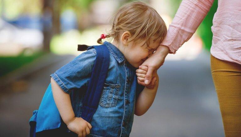 Arvien biežāk vecāki šķiroties nespēj vienoties par bērna aizgādību