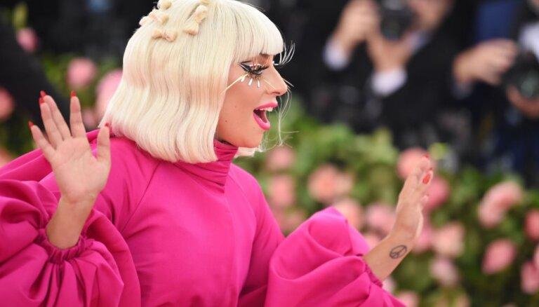 ФОТО: Леди Гага снялась обнаженной для рекламы собственной косметики