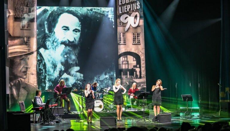 Foto: Ar ovācijām izskanējis Edgara Liepiņa 90 gadu jubilejas koncerts