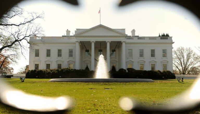 Белый дом: падение цен на нефть выгодно для США
