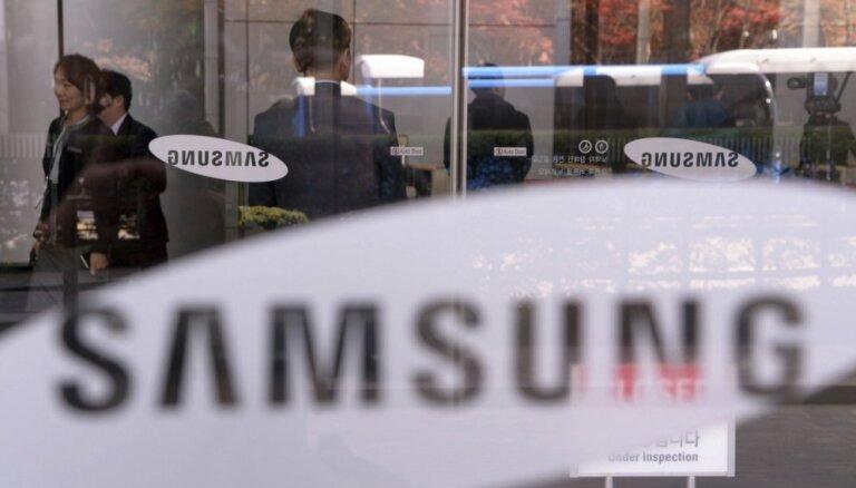 'Samsung' izrāda jaunākos S10 sērijas viedtālruņus. Video tiešraide