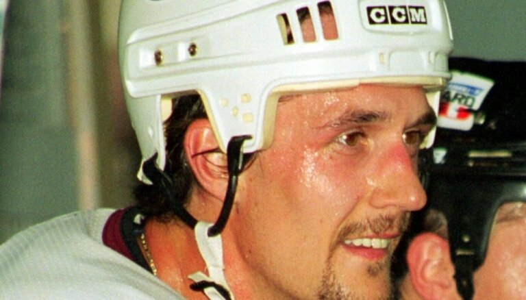 Сборная Латвии по хоккею навсегда закрепила 33-й номер за Сергеем Жолтоком