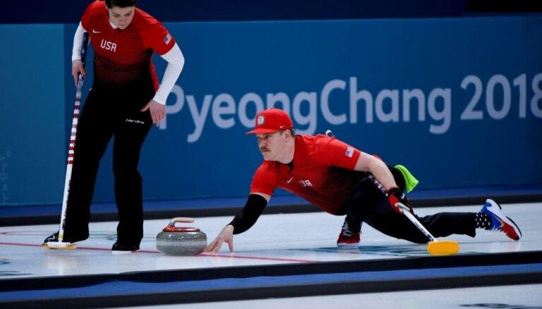 Phjočhanas olimpiskās spēles sākušās: debitē kērlinga jaukto pāru sacensības