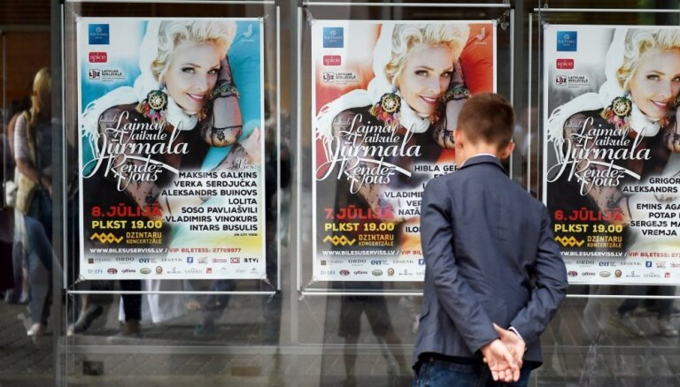 Rīgas pilsētas būvvaldei neizdodas atrast afišu līmētāju