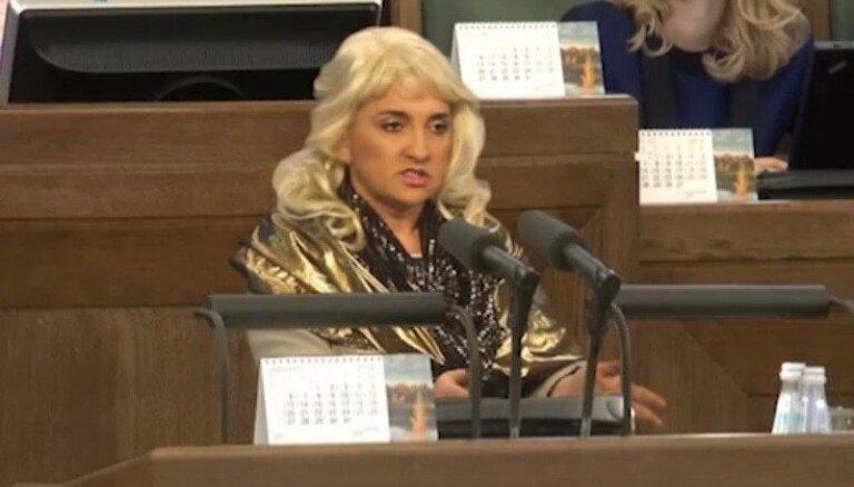Video: Baiba Sipeniece izsmej 'Jauno vilni'