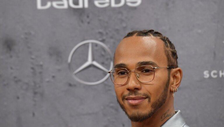 Mesi un Hamiltons iegūst pasaules gada labākā sportista balvu 'Laureus'