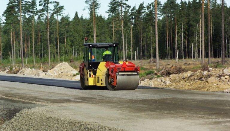 Ieviesti šogad pirmie ātruma ierobežojumi būvdarbu dēļ uz ceļiem