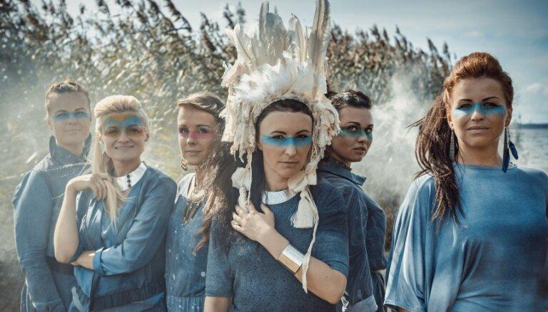 Noklausies! Vokālā grupa 'Latvian Voices' piedāvā svētku dziesmu ar Ziedoņa vārdiem