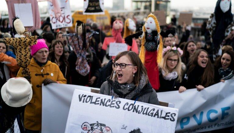 Beļģijā tūkstošiem cilvēku gājienā pieprasa izbeigt vardarbību pret sievietēm