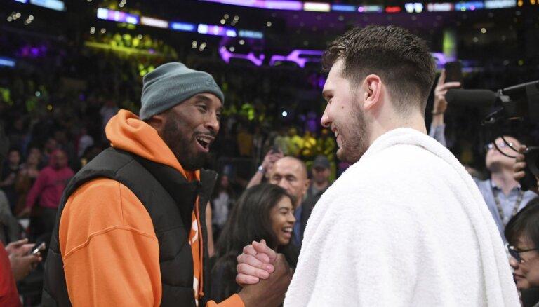 Video: 'Lakers' leģenda Braients pārsteidz Dončiču