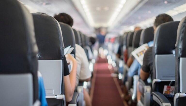 11 вещей, которые вы никогда не должны есть и пить в самолете