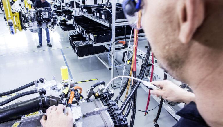 'Volvo' un 'Mercedes' vienojas par ūdeņraža degvielas ieviešanu komerctransportā