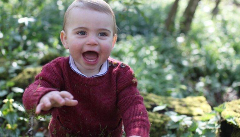 ФОТО: Семейные снимки в честь первого дня рождения принца Луи