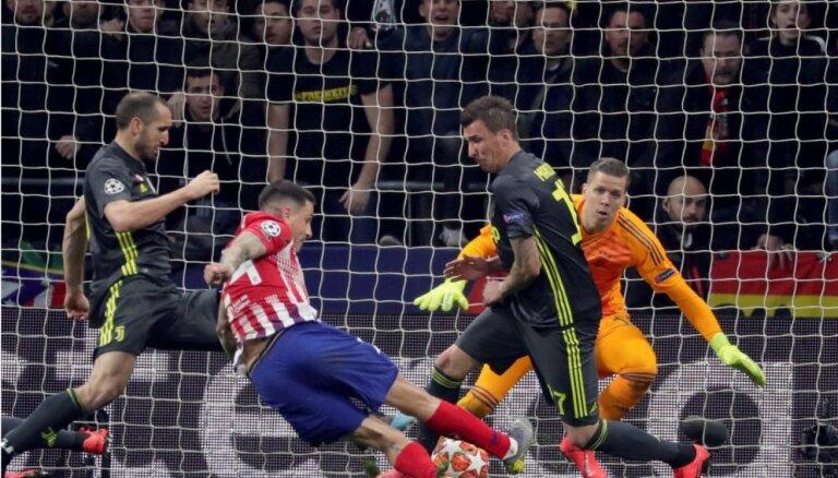 'Atletico' izbojā Ronaldu atgriešanos Madridē; 'Manchester City' mazākumā apspēlē 'Schalke 04'