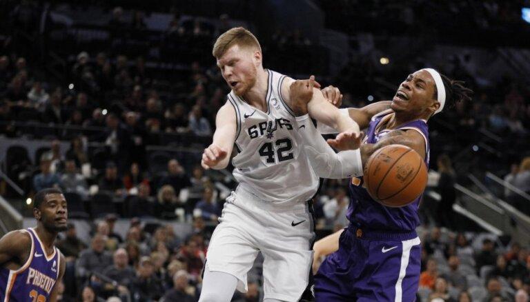 Bertānam 18 punkti un svarīgs tālmetiens 'Spurs' uzvarā; Kurucam 6+6 'Nets' panākumā