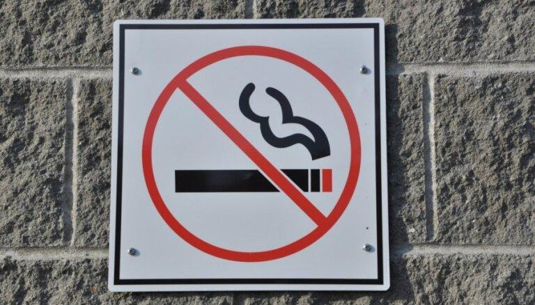 Aizliegt smēķēt automašīnā mēģinās ar grozījumiem Satiksmes drošības likumā