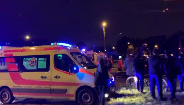 Video: Divu automašīnu sadursmē Pļavniekos cietuši trīs cilvēki