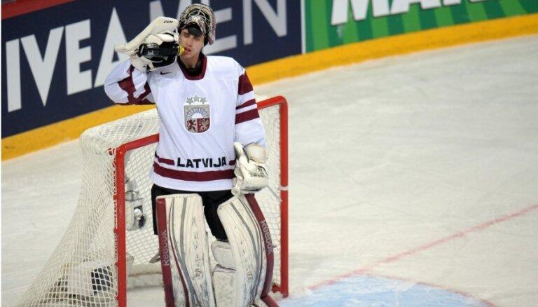 Jučers ģimenes pieauguma dēļ pametis Latvijas hokeja izlases nometni