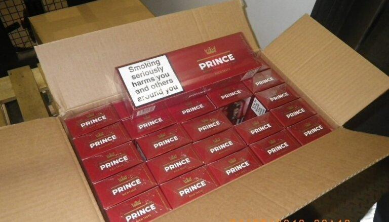 VID kravā ar kamīnmalku uziet 2,4 miljonus kontrabandas cigarešu