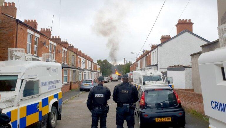Ziemeļīrijā nekārtību laikā šauj uz policiju