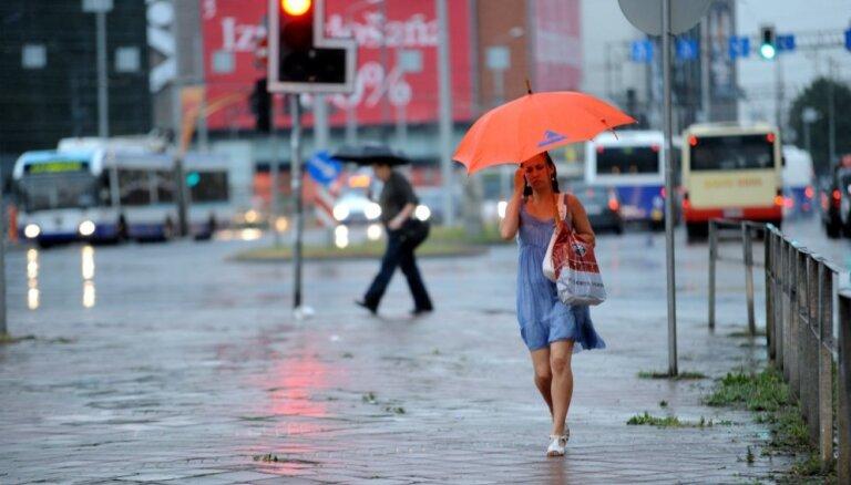 Visā valstī izsludināts oranžais brīdinājums par lokāliem negaisiem