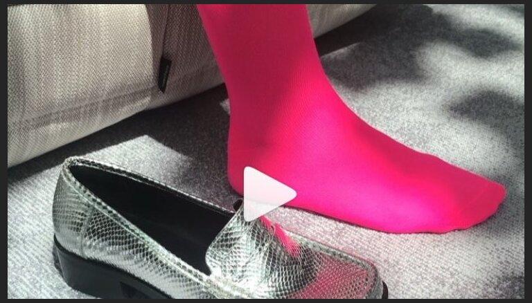 ВИДЕО. Как спрятать длинные носки под обувью летом