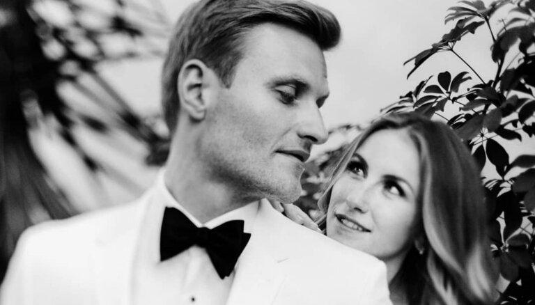 Renārs Zeltiņš kāzu jubilejā publisko neredzētus precību dienas foto