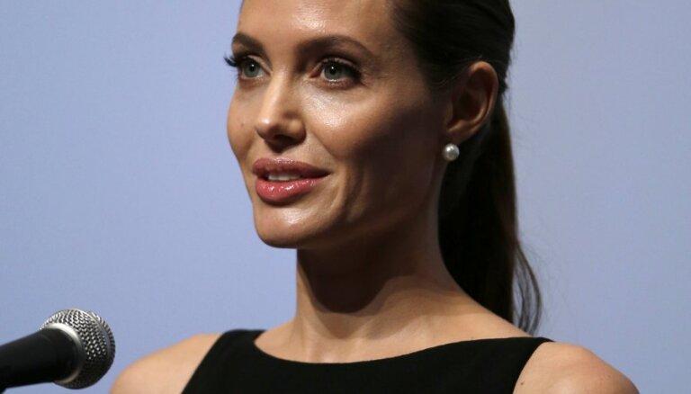 Анджелина Джоли чуть не погибла в ДТП