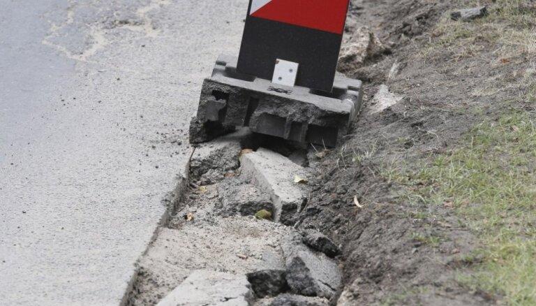 Remontdarbu dēļ ierobežota satiksme uz Daugavpils šosejas pie Pļaviņām